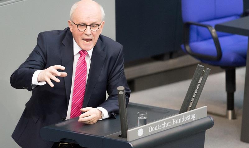 Volker Kauder: Nebeneinkünfte von 3.500 bis 7.000 Euro pro Monat für Beratertätigkeiten   ( Foto: Shutterstock-photocosmos1 )