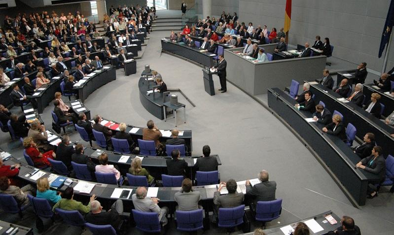 Auch wenn viele Abgeordnete in Zeiten von Corona über einen Verzicht der Erhöhung ihrer Diäten im Bundestag berichten, so werden die fehlenden Einnahmen doch mit den Nebeneinkünften wieder aufgefangen. ( Foto: Shutterstock-360b)