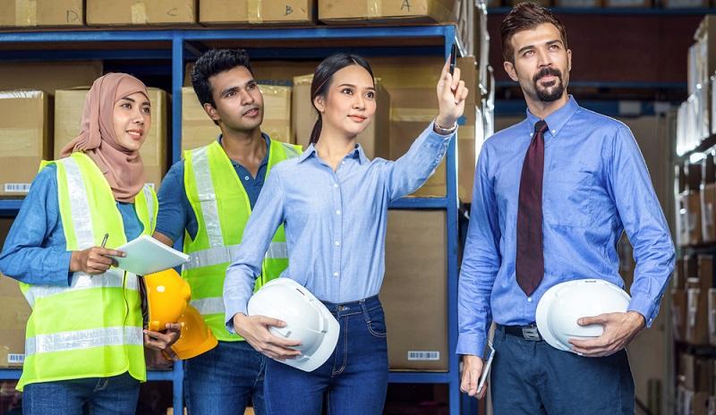 Entsprechende Stellen in Industrieunternehmen sind in der Regel speziell für einen Industriefachwirt IHK ausgeschrieben.  ( Foto: Shutterstock-TZIDO SUN )