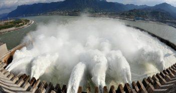Wasserenergie: wie aus Wasser Strom wird und warum die Chinesen die Nase vorn haben ( Foto: Shutterstock- isabel kendzior )