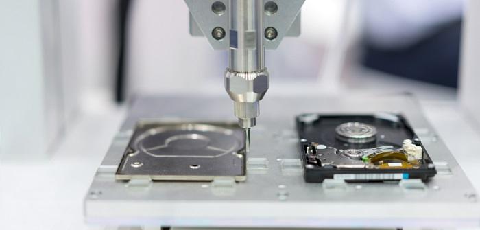 Datenrettung bei Festplatten in CNC-Maschinen ( Foto: Shutterstock-oYOo )