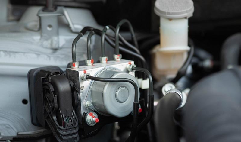 Für Urlauber, die in den Niederlanden unterwegs sind, ist ABS Autoherstel sicherlich eine gute Adresse, um bei einer möglichen Panne direkt einen Profi an die Strippe zu bekommen oder sich per E-Mail an einen solchen wenden zu können.  ( Foto: Shutterstock-_ Thelrong )