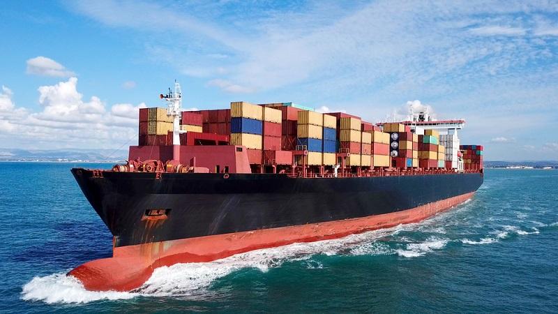 Im Jahr 1955 sollte sich aber alles ändern, denn dann wurde der Lkw-Fahrer Malcolm McLean zum Reeder. Auf sein Konto ging die Entwicklung der ersten Container, wodurch der gesamte Welthandel revolutioniert wurde. 1966 legte dann das erste Containerschiff in Bremen an. ( Foto: Shutterstock-StockStudio Aerials )