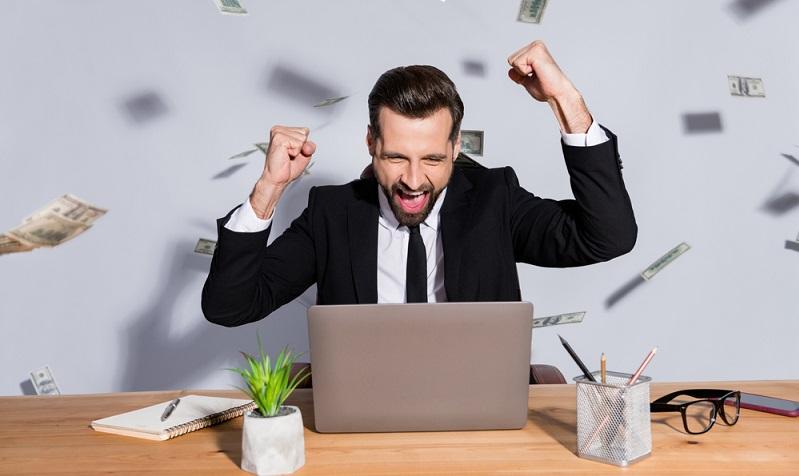 Durch das Umschulden versuchen Unternehmer und Selbstständige nicht einfach nur, an unkomplizierte Kredite zu kommen, sondern sie wollen ihre allgemeine wirtschaftliche Situation bestmöglich verändern.  ( Foto: Shutterstock-Roman Samborskyi )