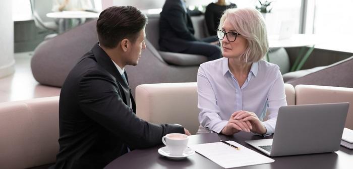Unkomplizierte Kredite für Selbständige und Unternehmer ( Foto: Shutterstock- fizkes)