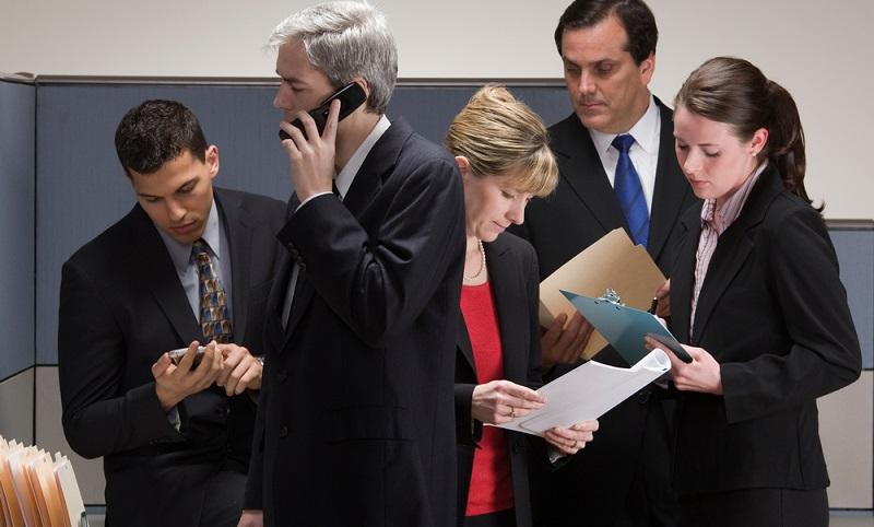 Für den Bereich der IT sollte ein Ansprechpartner festgelegt werden, der einen Vertreter braucht. ( Foto: Shutterstock-  AVAVA_)