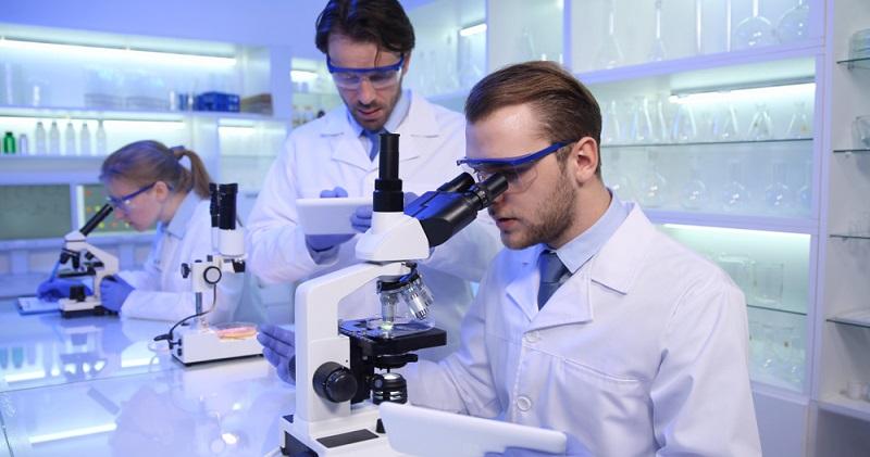 Die DIN EN ISO/IEC 17025 wurde entwickelt, um das Vertrauen in medizinische Laboratorien zu erhöhen und deren Kompetenz prüfbar werden zu lassen. (Foto: Shutterstock- LEDOMSTOCK  )