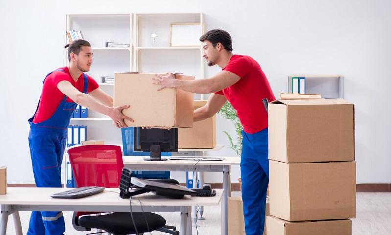 Firmenumzug eine kompetente Umzugsfirma spart viel Zeit ( Foto: Shutterstock- Elnur)