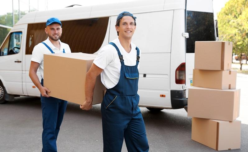 Firmenumzug mit einer Spedition geht alles schneller, nur wer haftet bei Schäden? ( Foto: Shutterstock- _New Africa)