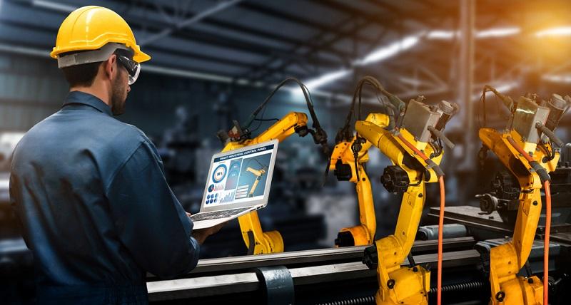 Grundsätzlich gilt, dass die Digitalisierung in der Industrie die Kommunikation von Mensch und Maschine sowie von Maschinen untereinander ist.  (Foto: Shutterstock- Blue Planet Studio )
