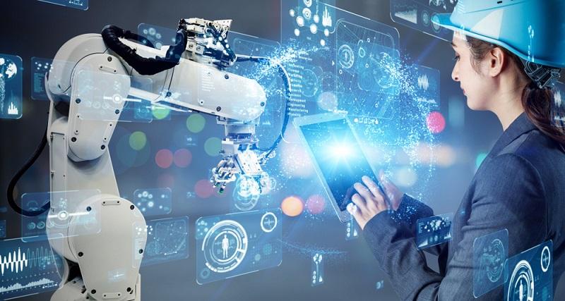Fortbildungen machen die Angestellten fit für die Neuerungen ( Foto: Shutterstock-metamorworks )
