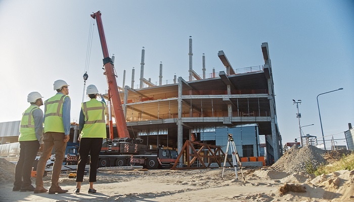 Verschiedene Faktoren beeinflussen die Finanzierung von Gewerbeimmobilien. (Foto: Shutterstock-Gorodenkoff)