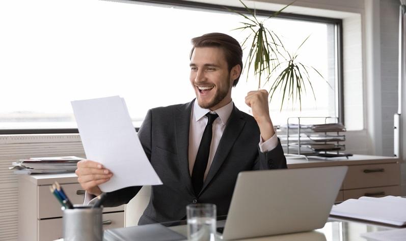 Gewerbesteuern müssen nur von Gewerbetreibenden und nicht von Freiberuflern gezahlt werden. (Foto: Shutterstock-fizkes)
