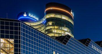 """TIE Kinetix unterstützt mit elektronischer Rechnungsstellung niederländische """"Rabobank"""" ( Foto: Shutterstock-Mike van Schoonderwalt )"""