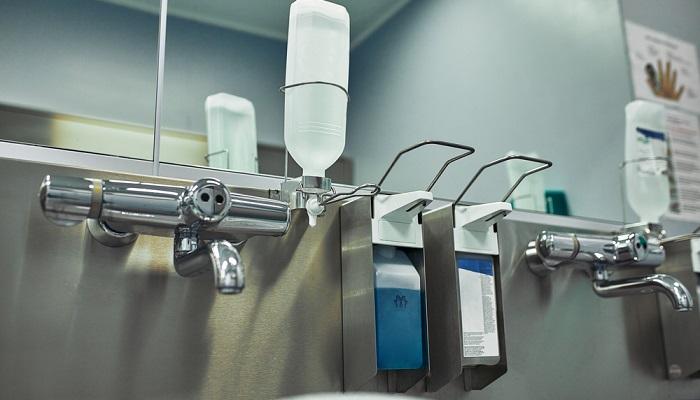 Desinfektion ist immer wichtig, in der heutigen Zeit aber noch viel wichtiger ( Foto: Shutterstock-Gerain0812 )