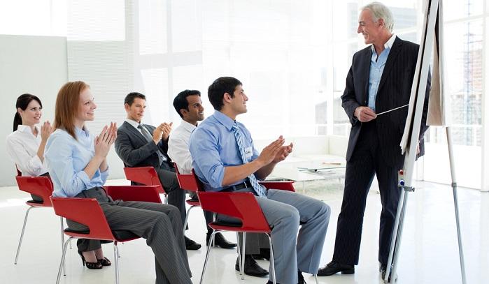 Eine Weiterbildung für Beschäftigte kann zudem über ein Stipendium gefördert werden. ( Foto: Shutterstock-_ESB Professional )